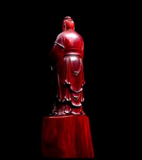 【品名】至圣孔子【材质】印度小叶紫檀【规格】120*132*